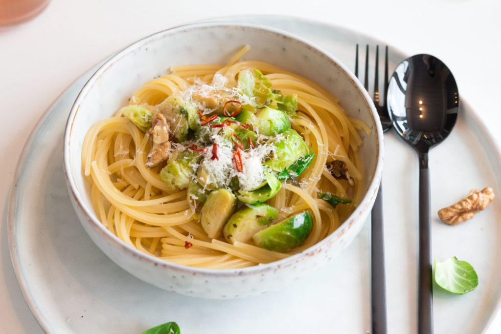 Winterpasta-Gebratener Rosenkohl mit Spaghetti.