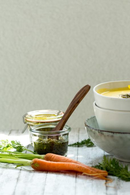 Pesto aus Karottengrün Karottensuppe