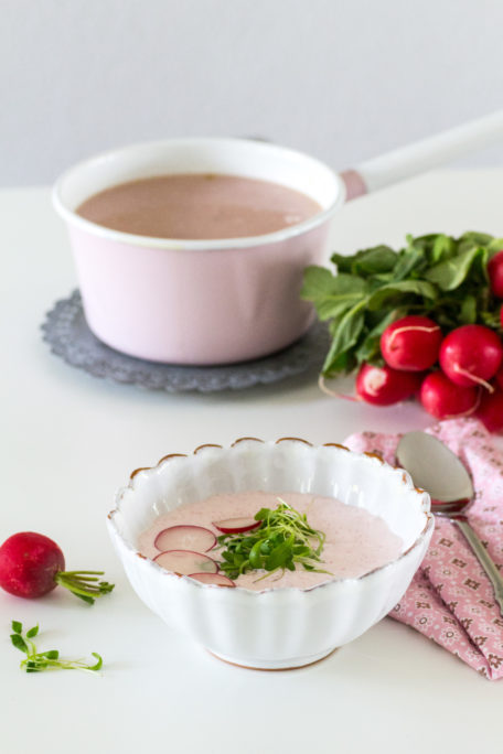 Radieschensuppe mit Kräutern