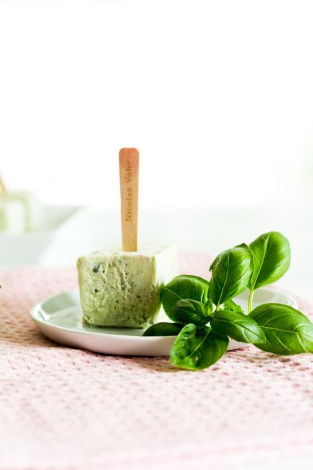 Basilikum-Joghurt-Eis am Stiel