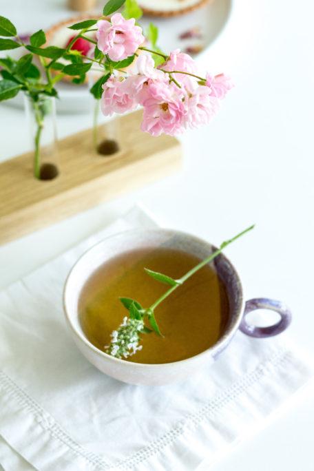 Tee mit weißer Melisse