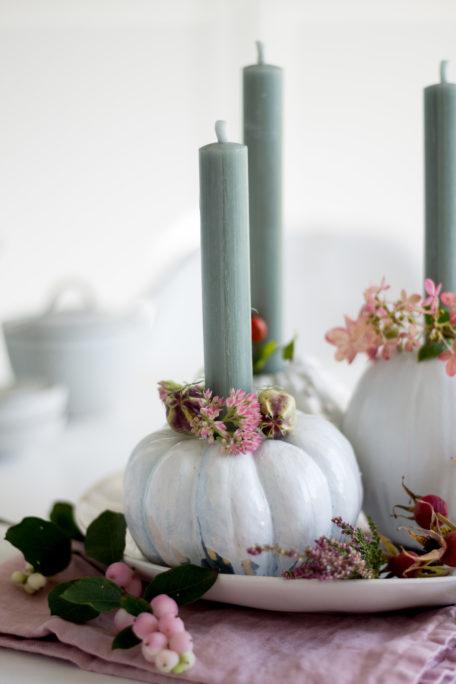 Kürbis als Kerzenhalter
