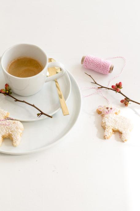 Süße Osterlämmchen aus Kokosmürbteig