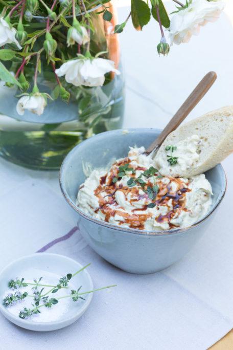 Magisches-Baguete-mit-Aprikosen-Dattel-Dip