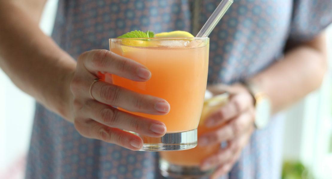 Rhabarber-Grapefruit-Gin Fizz
